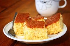 Citroencake en kop van koffie op houten lijst Royalty-vrije Stock Foto's