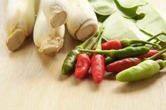 Citroengras, bergamotblad en verse Spaanse pepers royalty-vrije stock afbeeldingen