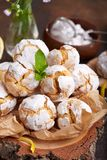 Citroenkoekjes met barsten Heerlijk Eigengemaakt dessert royalty-vrije stock afbeelding