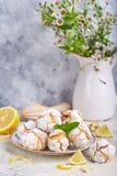 Citroenkoekjes met barsten Heerlijk Eigengemaakt dessert stock foto's