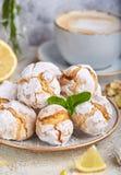 Citroenkoekjes met barsten Heerlijk Eigengemaakt dessert stock fotografie