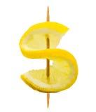 Citroenplak in de vorm van een dollarteken op een tandenstoker op wit wordt geïsoleerd dat Stock Foto