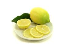 Citron avec des parts de citron Photos libres de droits