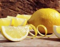 Citron avec le zeste photographie stock