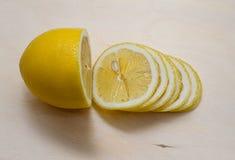 Citron coupé en tranches en tranches Photos libres de droits