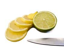 Citron coupé en tranches avec la limette Images stock