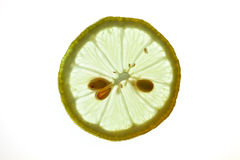 Citron coupé en tranches d'isolement sur le blanc Photos stock