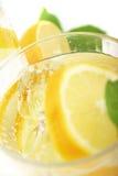 Citron dans le bicarbonate de soude Photo stock
