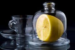 Citron dans un vase en verre photographie stock libre de droits