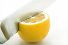 Citron de découpage photographie stock