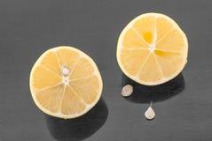 Citron divisé en deux Photographie stock libre de droits