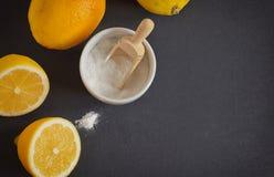Citron et bicarbonate de soude photo stock