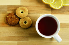 Citron et biscuits de thé Image libre de droits