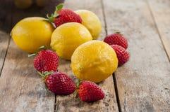 Citron et fraises photo libre de droits