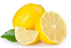 Citron frais sur le fond blanc images libres de droits