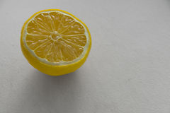 Citron i halva Royaltyfria Bilder