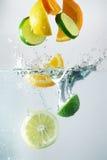 Citron-, limefrukt- och apelsinfärgstänk royaltyfria foton