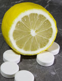 Citron med vitaminer Royaltyfri Fotografi