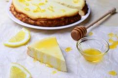 Citron och Honey Cheesecake arkivbild