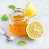 Citron och honung royaltyfria foton