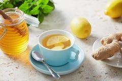 Citron- och ingefärate med honung royaltyfri bild
