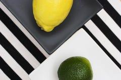 Citron och limefrukt royaltyfria bilder