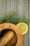 Citron och rosmarinar royaltyfri foto