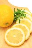Citron och rosmarinar arkivbilder