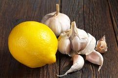 Citron och vitlök royaltyfri bild