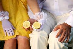 Citron sur des mains Photo libre de droits