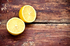 Citron sur la table en bois Images stock