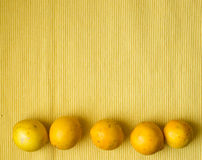 Citroner i rad Arkivbild