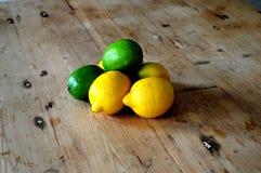 Citroner och limefrukter Arkivbild