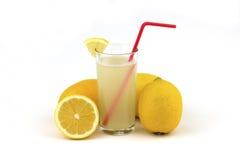 Citronjuice med vatten Arkivfoto