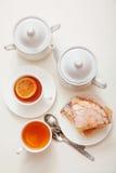 Citronkaka med te fotografering för bildbyråer