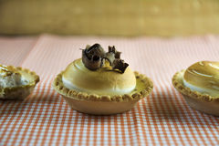 Citronkakor och italiensk maräng Royaltyfri Bild