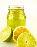 Citronlimefruktmarmelad och frukt Arkivfoton