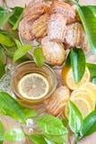 Citronmadeleines med te Fotografering för Bildbyråer