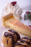 Citronostkaka- och chokladpralinPuffs Royaltyfri Foto