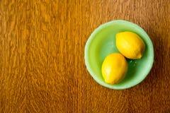 Citrons dans une cuvette Images libres de droits