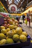 citrons du marché Photo stock