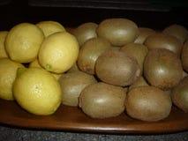 Citrons et kiwis Photo libre de droits
