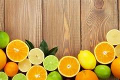 Citrons, oranges et limettes Oranges, chaux et citrons Photographie stock libre de droits