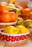 Citrons, oranges, poires et pommes Photo stock