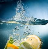 Citrus fall into the water Royalty Free Stock Photography