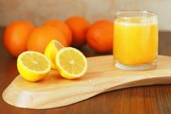 Citrus på brädet Royaltyfri Foto