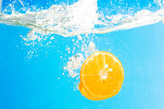 Citrus slice SPLASHING IN WATER Stock Photography