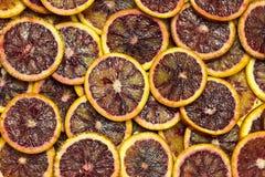 Citrusa mogna saftiga skivor för bakgrund av den orange citronen Royaltyfria Bilder