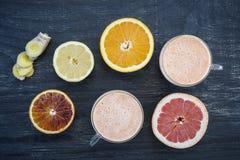 Citrusa smoothies Fotografering för Bildbyråer