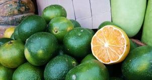 Citrusfrukt som är dalandan med skivan Arkivfoto